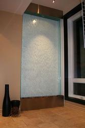 Водопады по стеклу — дарят  дизайнерский элемент в интерьере.