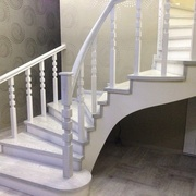 Изготовление лестниц любой сложности недорого.