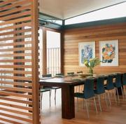 Перегородки из деревянных реек. Зонирование пространства.